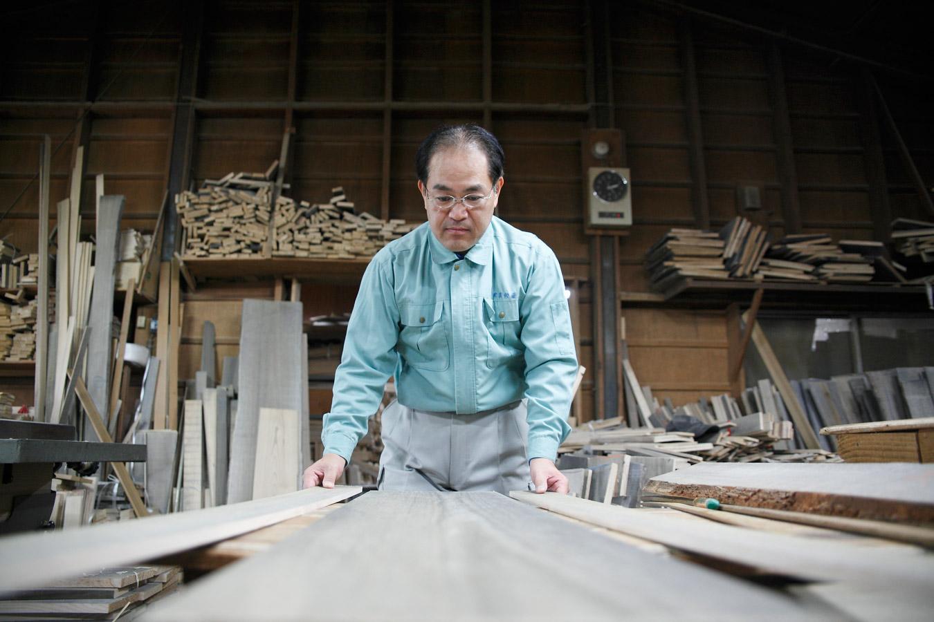 大阪泉州桐箪笥 伝統工芸士 田中美志樹